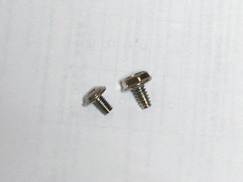 自作パソコンに使うネジ(左がミリネジ、右がインチネジ)