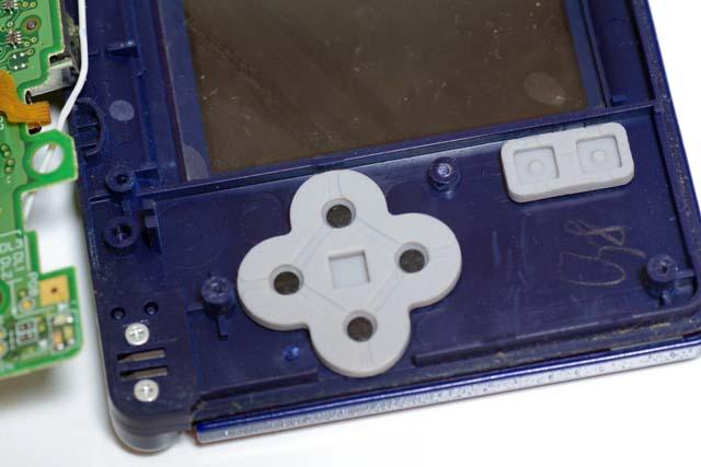 ラバーボタン。。十字キーです。 ABXYボタンもこんな感じです。
