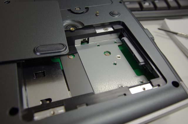 LL750/HGの背面(HDDがあると思われた場所ですが・・・)
