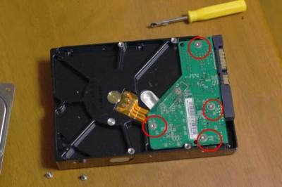 ハードディスクの解体途中