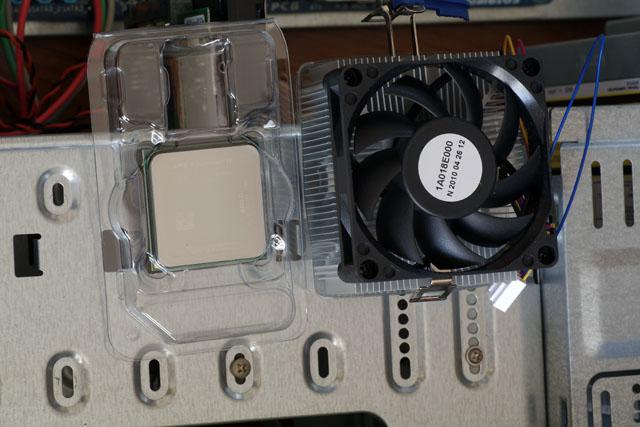 判りにくいけど[AMD]Phenom II X6 1055Tです。6コアです☆