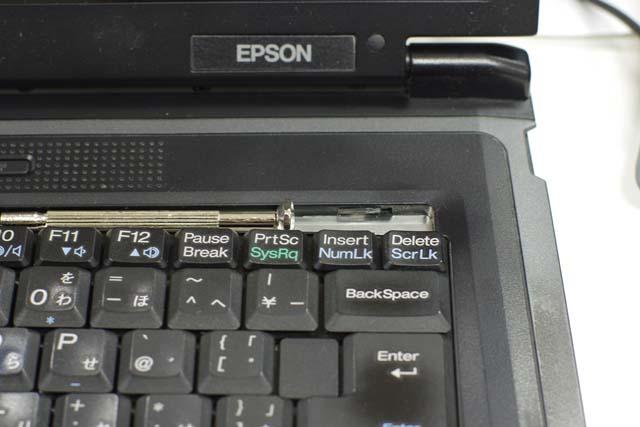 この機種はキーボードがいきなり外れます。