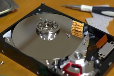 HDDの解体途中